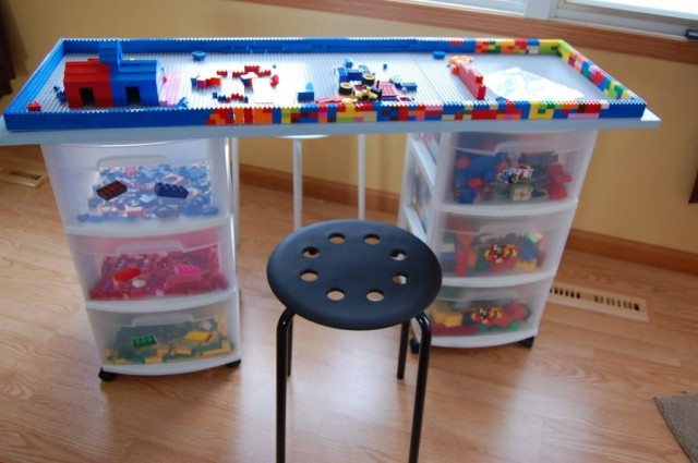 source: http://thewhoot.com.au/whoot-news/diy/diy-lego-table